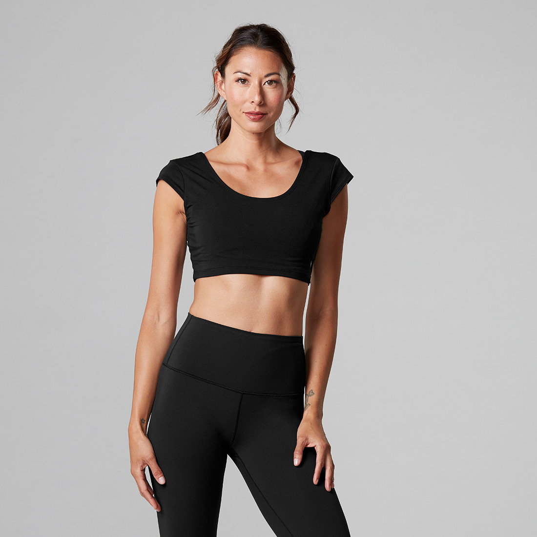 TaviNoir Crop Cap Sleeve Top Ebony